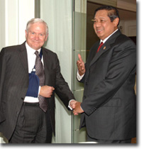 Robert Gates & SBY