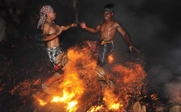 Tradisi-Perang-Api-200315