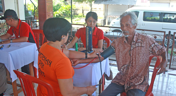 Enviropallets Bali Holds Medical Check, Treatment & Blood Donation