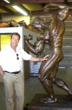 Governor Schwarzenegger with bronze statue